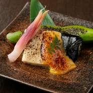 『胡麻豆腐』をこんがり焼いて田楽に。香ばしい味噌が絶妙