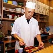 料理の味付けだけにとどまらず盛り付けや身なりの美しさにも配慮。訪れる人から「美味しい」という言葉を聞けるよう、丁寧な料理づくりと細やかな気配りを大切にされています。