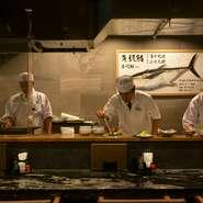 洗練された雰囲気の店内は、大切な方とのお食事ふさわしい空間
