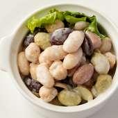 滋味豊かで様々な豆たちが、ふっくら美味しそうに存在している『色々お豆のサラダ』