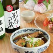 定番の日本酒を5種類用意しているほか、その土地でしか手に入らないような貴重な地酒も常時5種類ラインナップ。スタッフとのコミュニケーションを楽しみながら、お気に入りの銘柄を見つけてみては。