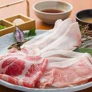 さっぱりとしたアグー豚の美味しさに、虜になる人続出! 鰹出汁のつけだれとも抜群の相性です。