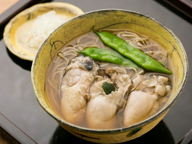 北海道・仙鳳趾産の牡蠣を使った『冷かきそば』