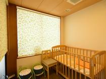 キッズルームが完備され、小さな子どもと一緒でも安心