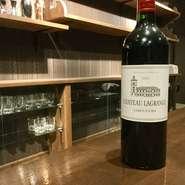 フランス フルボディ 黒系果実やスパイスが樽の心地良い香りと調和し、優美な印象を与えてくれるワインです。タンニンと酸味のバランスが見事に取れた上品な味わいが特徴。