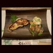 その日仕入れた白身魚を使用致します。日替わりですので、スタッフへお気軽にお問い合わせください。