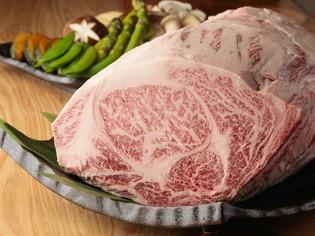 国産銘柄黒毛和牛と新鮮な魚介類を鉄板焼でご提供