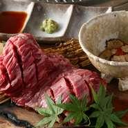 「ハラミ」の塊肉にこだわり、その時期に一番良い国産和牛を厳選仕入れ。ハラミの美味しさを更に引き出すのが、トリュフと濃厚なブランド卵「龍のたまご」です。組み合わせの妙をお楽しみください。