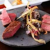 熟成肉と黒毛和牛の違いを実感。好みの味を見つけて『本日の食べ比べ三種盛合せ』
