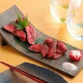 こだわりの三度焼きで肉の旨味を引き出した『有田牛のステーキ』