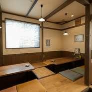 座敷、カウンター、テーブル席、掘りごたつと、こちらの店では様々なタイプの座席を用意しています。人数や目的に合わせ、大小いろいろな宴会に対応することができます。