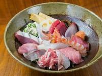 天然物の魚介のみで仕上げる『海鮮丼』