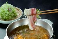 たっぷりの鳥取産白葱と、豚肉をさっぱりと味わうことができる『葱豚しゃぶ』