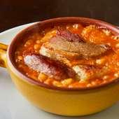 肉の旨みが浸みた豆が美味。フランス南西部の伝統料理『カスレ』