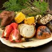 野菜を存分に味わえる『炙り炉ばた7種盛り合わせ』