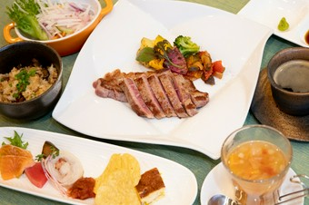 アメリカ産のジューシーな赤身肉を堪能できるコースです
