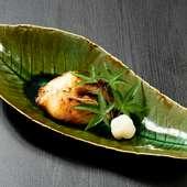 炭火でじっくり焼き上げられた魚、味噌の焼ける芳ばしい香りに食欲がそそられる『銀だら西京焼き』