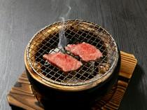 素材の良さを味わうため、味付けはシンプル『黒毛和牛炭火焼き』