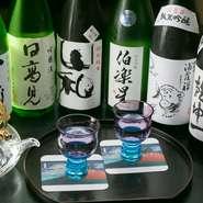 石巻、塩釜、松山など宮城県内の各地のお酒を厳選してラインナップ。『飲み放題』もあるので、宮城の中を美味しい日本酒を探して旅するように、堪能してみませんか。四季折々の美味しい魚介料理との相性も抜群です。