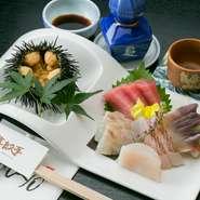 旬の食材は、1Fの鮮魚店「旭屋」の主人が目利きで厳選。確かな目で見極めた素材を使い、素材本来の旨味がしっかりと引き出された料理です。宮城の地酒を始め、日本酒との相性も抜群で、日本の良さを改めて感じます。