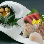 三陸、秋田、北海道沖などの北の海で獲れた新鮮な魚介が絶品。みずみずしくピチピチとした食感で、素材本来の旨味が存分に味わえます。季節によって、ガゼウニ、ホヤ、イワガキなども登場。自家製醤油で召し上がれ!