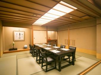 接待や会食にぴったりな、ゆったりとした完全個室と料理をご用意