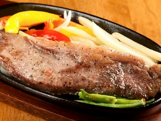 柔らかジューシーな『ビーフステーキグリル』の牛肉にこだわる