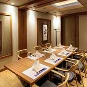 落ち着いた雰囲気の個室席を4部屋用意。接待や会食、商談に