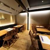 木の温もり溢れる店内で、広島県産食材と日本酒に舌鼓