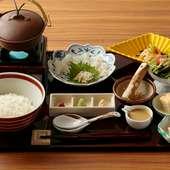 出汁の風味とゴマの香りを楽しむ『鯛茶漬けランチ』