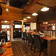 神楽坂の古民家をリノベーションした店内は柔らかい雰囲気でゆったりした時間が流れています。 大切な人とシードルとブルターニュ地方のお料理をお楽しみ頂けます。