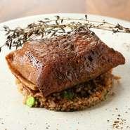 蕎麦粉のクレープ「ガレット」に、鮮魚を包んで焼き上げました。フランスで古くから食べられている「ガレット」は、シェフ自慢のスペシャリテ。その味をぜひ1度ご賞味ください。
