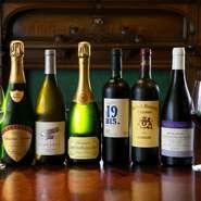 シャンパーニュ10種ほど、白・赤30種ほどを吟味し、ヨーロッパ・ニューワールドとも、幅広い味わいが揃います。日本酒同様、『ワインペアリングコース』全6杯をご用意。こちらのマリアージュも絶品!