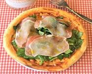 ナポリ風パリッと旨い生地とイタリアンサラミとトマト、チーズのピザは、みんなが大好きな味です