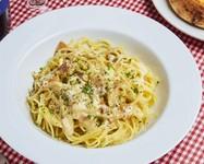 イタリアンソーセーで作るトマトソースは肉肉しい味わいです。やはり、トマトソ-スはベーコンやソーセージとの相性が抜群です。
