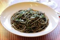 言わずと知れたイタリアの銘品。幸せのパスタは、お子様から年配の方まで楽しんで いただいております。まったりとした食感が後を引く一品です。 【アレルギー情報】卵・乳・小麦