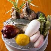 山海の美味に恵まれた地元の食材を主に使っています