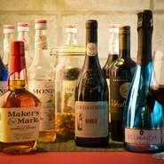 種類豊富なカクテルに、驚く方もいらっしゃるのではないでしょうか。フレーバーカクテルにアルコールを添加することも可能。ノンアルコールも多彩にそろっているので、お酒に弱い方も一緒に楽しい時間が過ごせます。