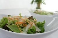 ステーキの単品に対してサラダ、スープ、バゲット又はライスをつけるセットメニューです。 来店グループ人数分つけることができるので、単品メニューと組み合わせてお客様だけのコースのような形が組み込めます。