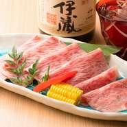 良い肉だからこそできる自慢の一品です。個人的には焼肉は塩から初めてもらいたいので、やきしゃぶもまずは塩から味わってください。その後、たれ、月見と順を追ってみると味の変化がより感じられます。