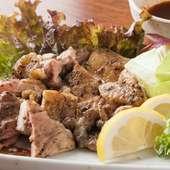 山陰屈指の鶏「大山鶏」を贅沢に使用した。素材本来の旨味と風味を楽しめる『大山鶏 もも一枚焼き』