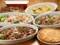肉料理や魚料理の種類豊富。定食では好きなメイン料理が選べる