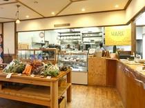 店頭にて契約農家「ゆうてん農園」の野菜を販売