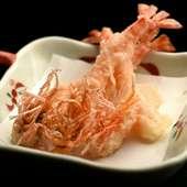料理人の技が光る天ぷらの代表格、濃厚な旨みがギュッと凝縮した『活車海老』