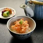 出汁を使わず緑茶でさっぱりと味わう、コースの締めくくりに最適な『天茶』
