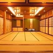 小規模から中規模まで、各種宴会に対応可能な広い座敷