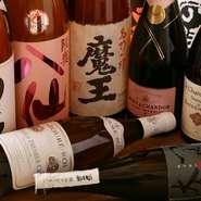 青森県産の『田酒』特別純米酒や、全国的に有名な新潟県産の『八海山』など全国各地の名酒がズラリ。北日本を中心とした酒蔵の、美味しいお酒に酔いしれます。焼酎やワインも豊富なので、酒好きにも喜ばれます。