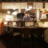 カウンター席は料理人との会話を交わすことができる特等席