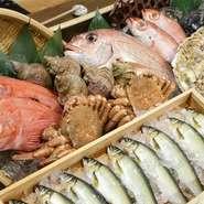 毎日市場から仕入れる「鮮魚」「野菜」が、当店いちおしのこだわり食材。旬のものを積極的に取リ入れることで、季節を感じることができるひと品をご用意しております。