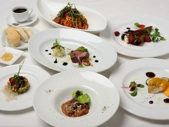 魚料理も肉料理も味わえる、充実のコース料理